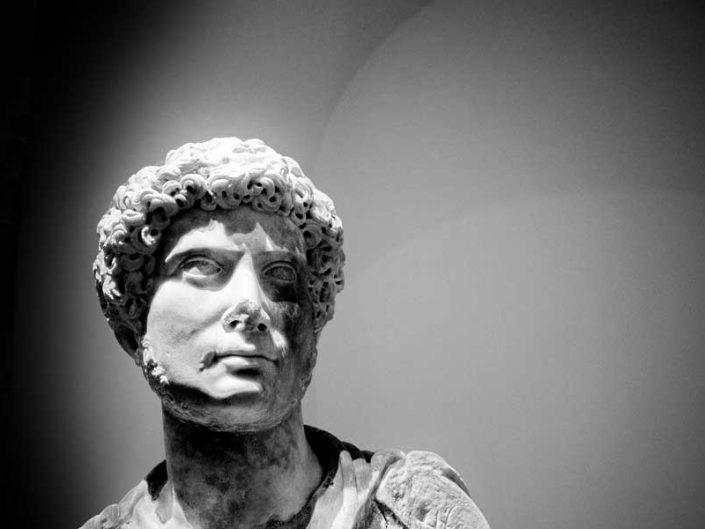 Torino Kraliyet Müzeleri sergi salonları genç Hadrian heykeli - Turin Royal Museums exhibition halls statue of the so-called young Hadrian