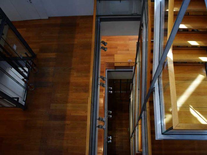Torino Lingotto eski Fiat fabrikası Agnelli sanat galerisine çıkan merdivenler - Turin Lingotto old Fiat car factory stairs to the Agnelli art gallery