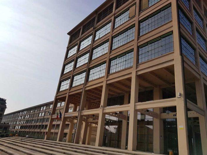 Torino eski Fiat fabrikası dış cephe fotoğrafı - Turin Lingotto old Fiat car factory roof facade detail photos
