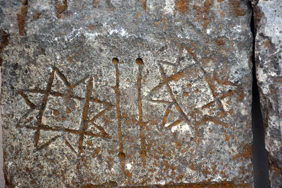 Arapgir Onar köyü tarihi mezar taşları detayı - Arapgir Onar village, detail of the historical tombstones