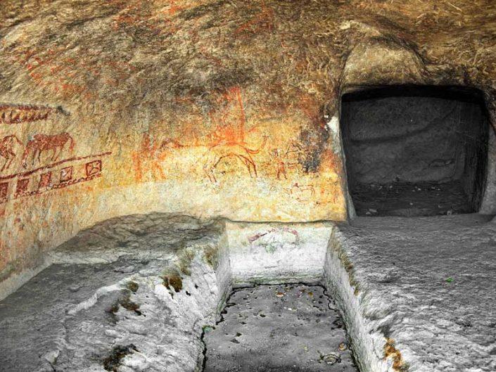 Malatya Onar Köyü kaya mezarı içindeki duvar resimleri - Murals inside the rock tomb of Onar Village