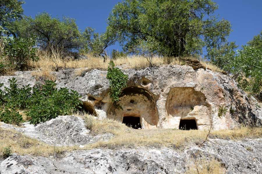 Onar Köyü Roma dönemi kaya mezarları - Onar Village Roman period rock tombs
