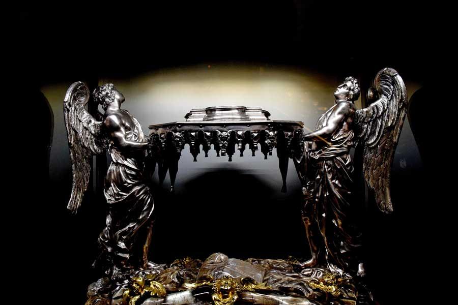 Milano Katedrali Müzesi eserleri Efkaristiya ya da Rabbin sofrası heykelcikleri - Museum of Milan Cathedral, statuette of the Eucharist
