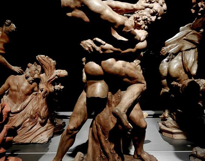 Milano Katedrali Müzesi fotoğrafları Herkül ve Antaios heykeli 18.yy - Museum of Milan Cathedral, statue Hercules and Antaeus, 18th Century