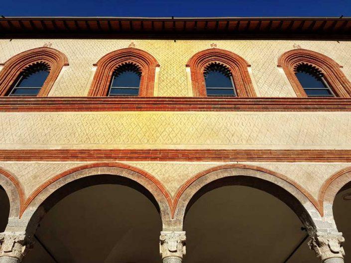 Sforzesco Şatosu Dük'ün avlusu içindeki yapı detayları - Ducal Court building details inside Sforzesco Castle