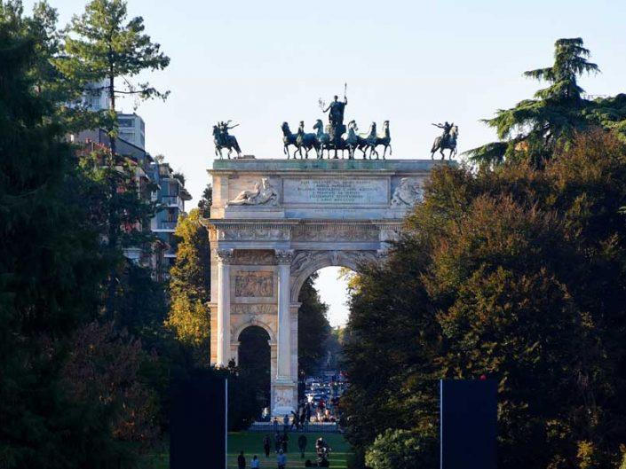 Sforzesco Şatosu yanında Sempione Parkı sonundaki Zafer Takı Arco della Pace - Arch of Peace or Porta Sempione next to Sforzesco Castle