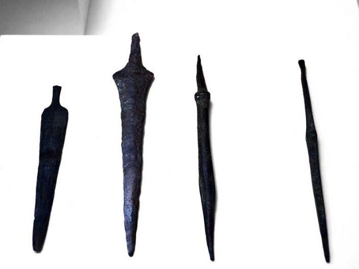 Sivas Arkeoloji Müzesi Hitit Dönemi hançerler - Sivas Archaeology Museum Hittite Period daggers