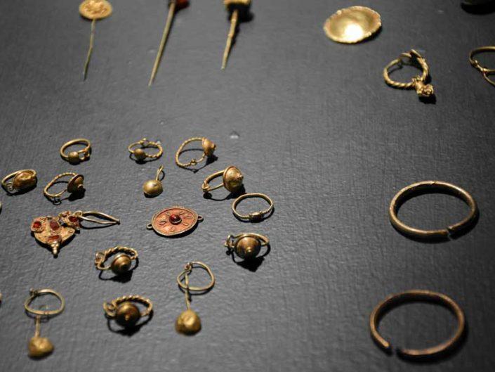 Sivas Arkeoloji Müzesi Hitit dönemi altın takılar - Sivas Archaeology Museum Hittite Period gold jewelry