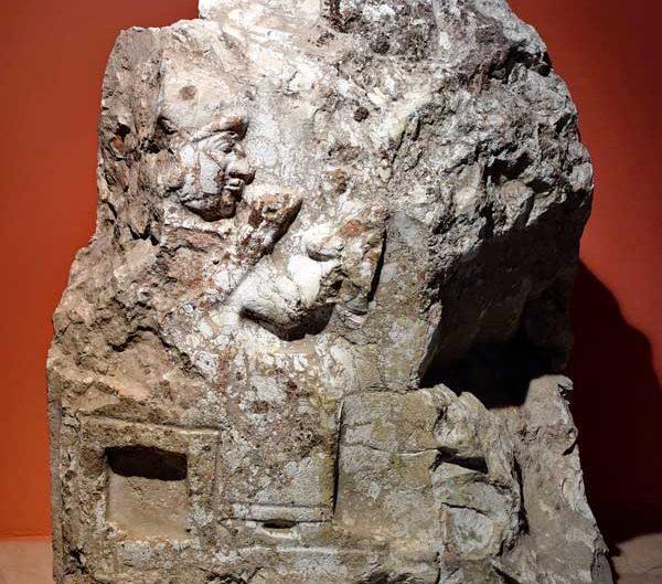 Sivas Arkeoloji Müzesi Kayalıpınar kabartması Hitit dönemi M.Ö. 15.-14.yy - Sivas Archaeology Museum Hittite Period Kayalipinar relief 15-14 Century BC