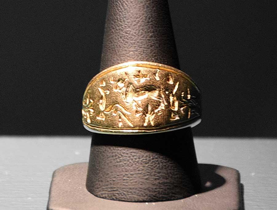 Sivas Arkeoloji Müzesi Hitit dönemi altın mühür yüzük M.Ö. 1800 - Sivas Archaeology Museum Hittite period gold seal ring 1800 B.C