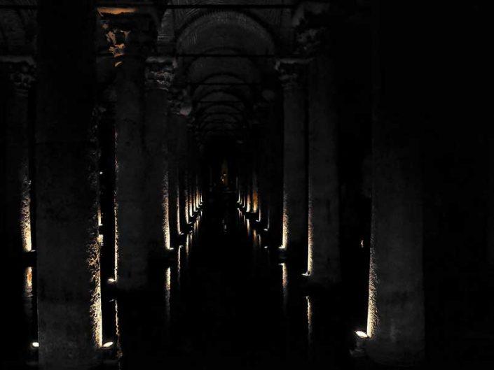 Yerebatan Sarnıcı Korint düzen sütun başlıkları - Yerebatan (Basilica) Cistern capitals of the Corinthian order