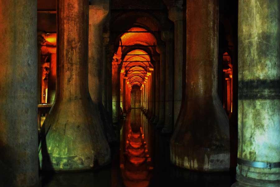 Yerebatan Sarnıcı güçlendirme amacıyla beton giydirme yapılmış sütunlar - Yerebatan (Basilica) Cistern columns with the concrete coating