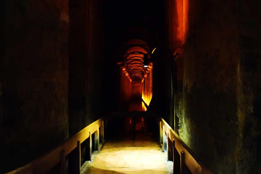 Yerebatan sarnıcı yürüme platformu - Yerebatan (Basilica) Cistern walking path