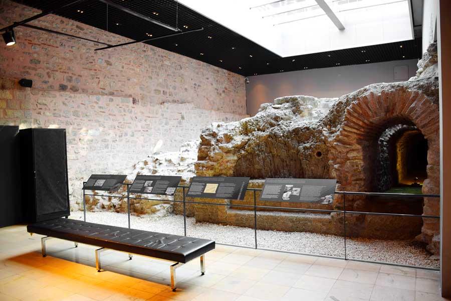 Bizans dönemi hipodrom kalıntıları Türk ve İslam Eserleri Müzesi altı - The Byzantine Hippodrome Ruins Museum of Turkish and Islamic Art