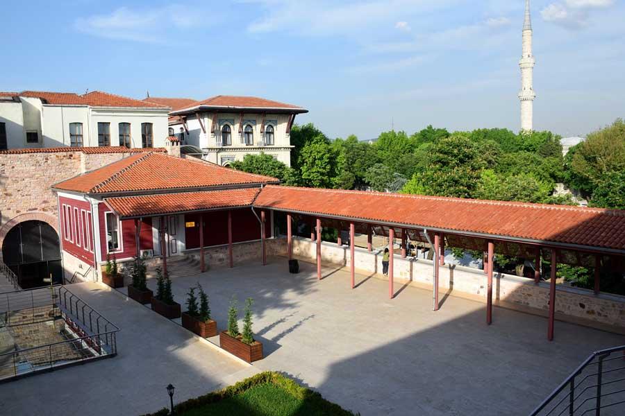 Türk ve İslam Eserleri Müzesi İbrahim Paşa Sarayı iç avlusu - Turkish and Islamic Arts Museum inner courtyard of the Ibrahim Pasha Palace