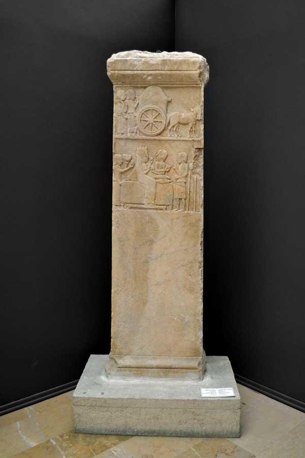 İstanbul Arkeoloji Müzesi eserleri mezar steli - Funerary stele, Turkey Istanbul Archaeological Museums