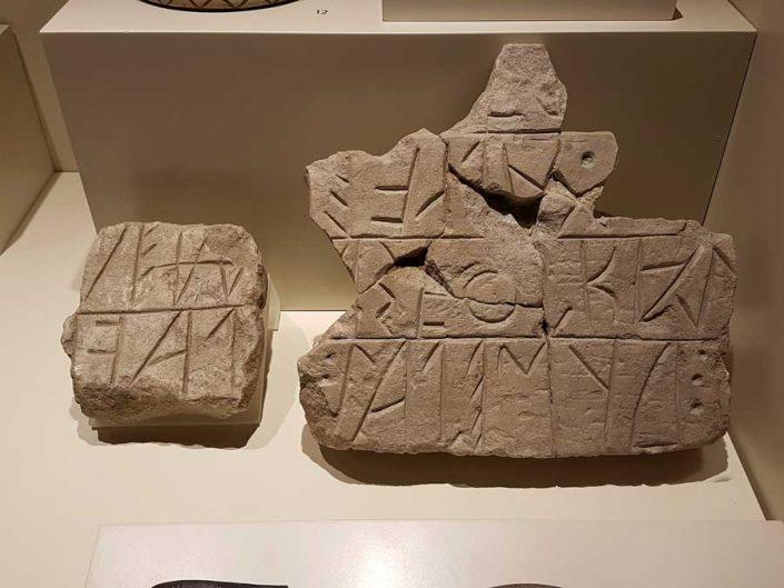 Anadolu Medeniyetleri müzesi Frig kitabesi M.Ö.800-700 - Anatolian Civilizations Museum Phrygian inscription 800-700 B.C.