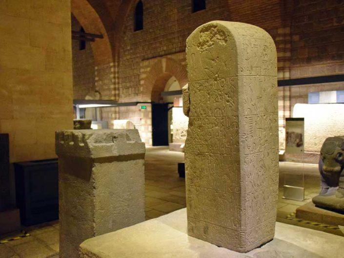Anadolu Medeniyetleri müzesi Hitit hiyeroglifli Sultanhanı anıtı, M.Ö. 800 - Sultanhani monument with Hittite Hieroglyphic Anatolian Civilizations Museum, 800 B.C.