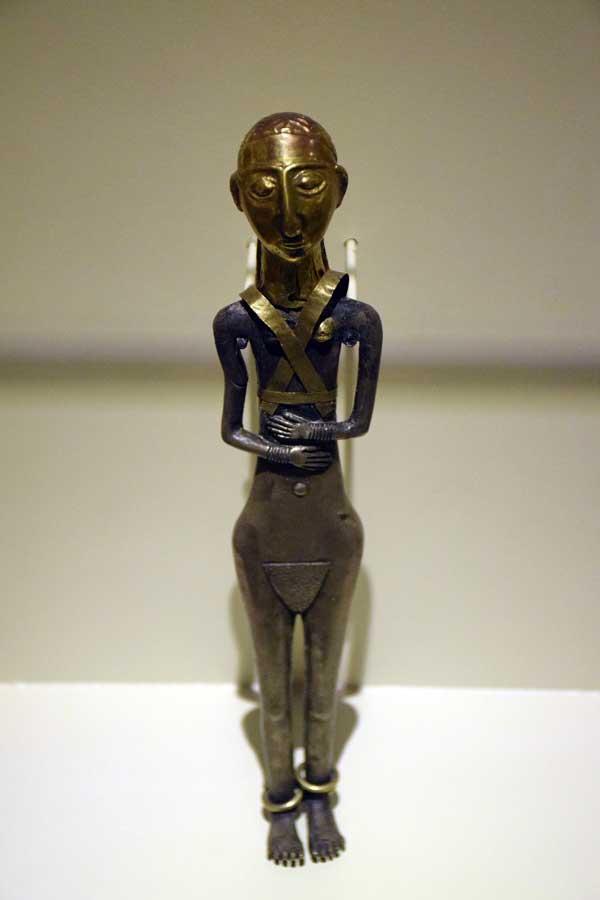 Anadolu Medeniyetleri Müzesi kadın heykelciği M.Ö. 3000 - Anatolian Civilizations Museum female statuette end of 3. Millennium