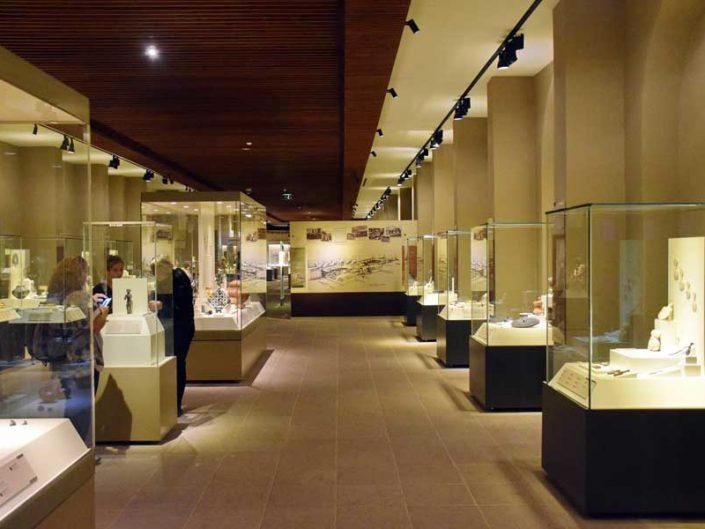 Anadolu Medeniyetleri müzesi sergi salonları - Anatolian Civilizations Museum exhibition halls