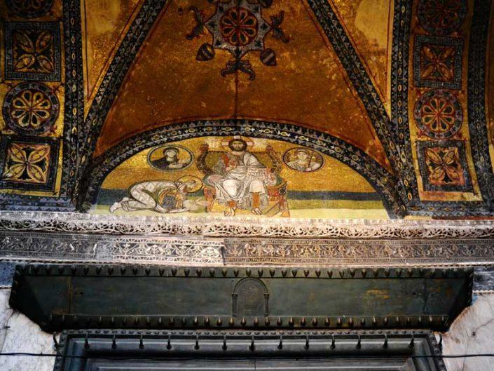Ayasofya 6. Leon Mozaiği ve İmparator kapısı üzeri - Hagia Sophia 6. Leon Mosaic and over the Emperor gate