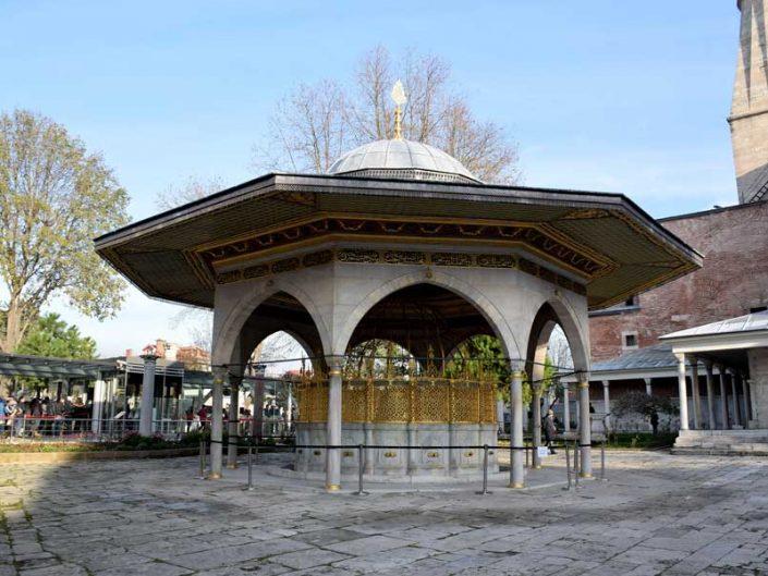 Ayasofya Sultan 1. Mahmud'un yaptırdığı Ayasofya şadırvanı - Hagia Sophia fountain built by Sultan Mahmud 1
