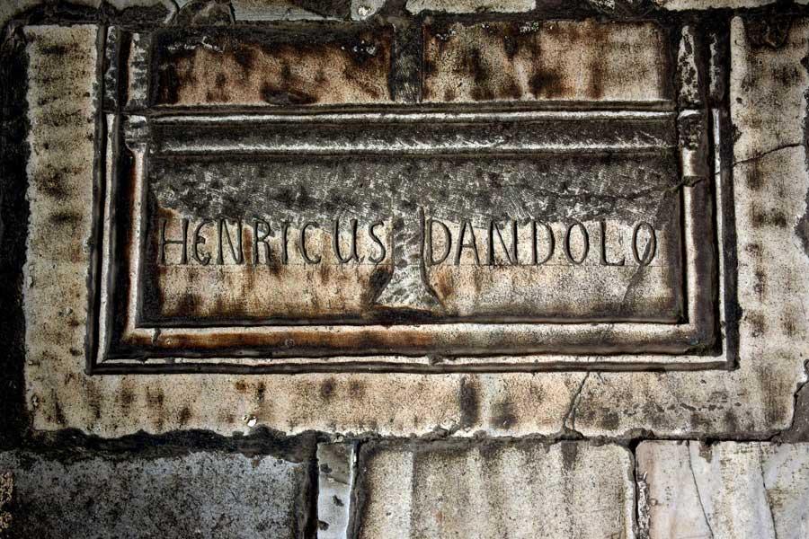 Ayasofya fotoğrafları Henricus 'Enrico' Dandolo mezar taşı - Henricus 'Enrico' Dandolo gravestone, Hagia Sophia photos
