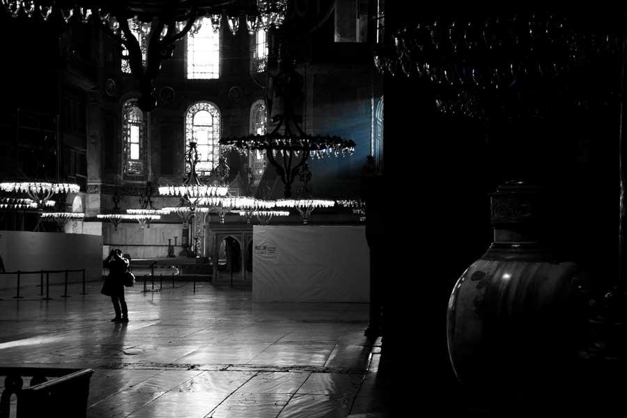 Ayasofya fotoğrafları büyük avlu ve avizeler - Hagia Sohia great hall and chandeliers