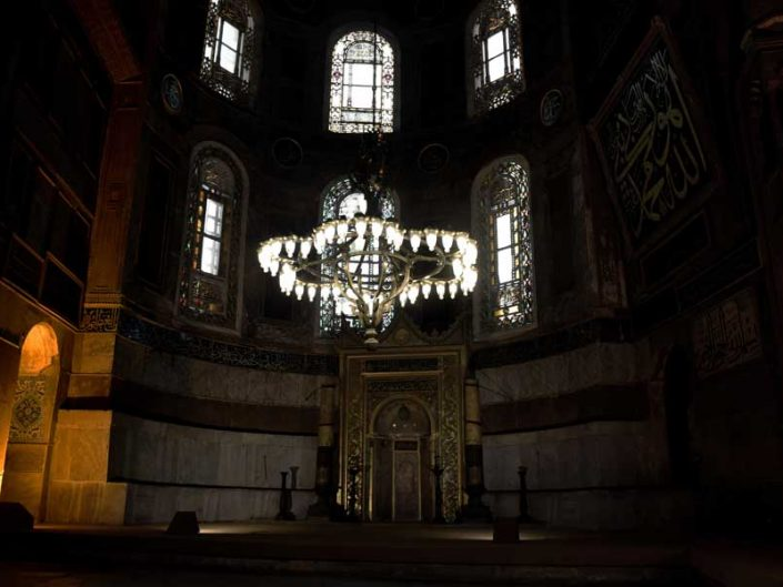 Ayasofya mihrabı ve dev mumlar - Giant candles and altar of Hagia Sophia
