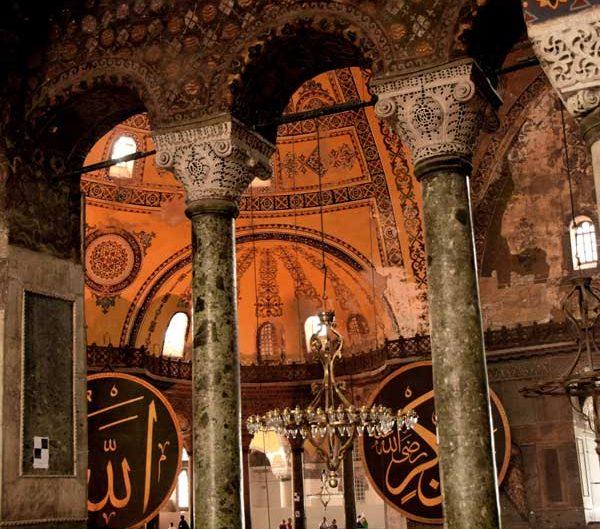Ayasofya'nın mozaikleri en eski mozaikler ve yeşil mermer sütunları - Hagia Sophia's green marble columns and the oldest mosaics