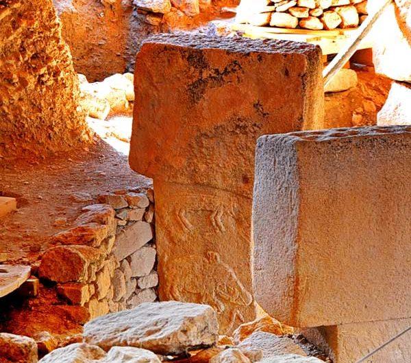 Göbeklitepe fotoğrafları ritüel alanı steller ve sembolleri - Steles of Gobekli tepe Southeastern Anatolia Turkey