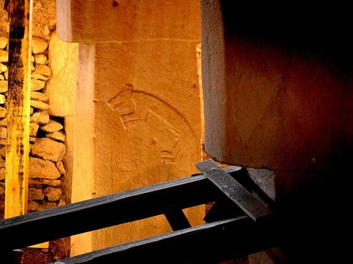 Göbeklitepe fotoğrafları sembolleri ve kazısı Güneydoğu Anadolu Bölgesi - photos of Gobekli Tepe steles Southeastern Anatolia