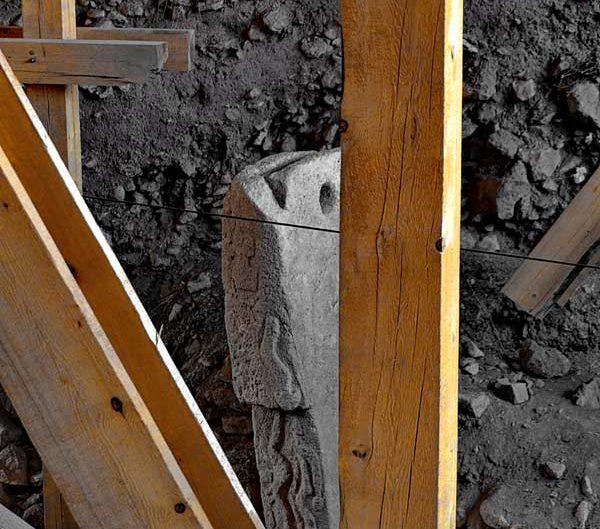 Göbeklitepe kazıları ve stelleri ve fotoğrafları Şanlıurfa - photos of Gobekli Tepe steles Southeastern Anatolia Turkey