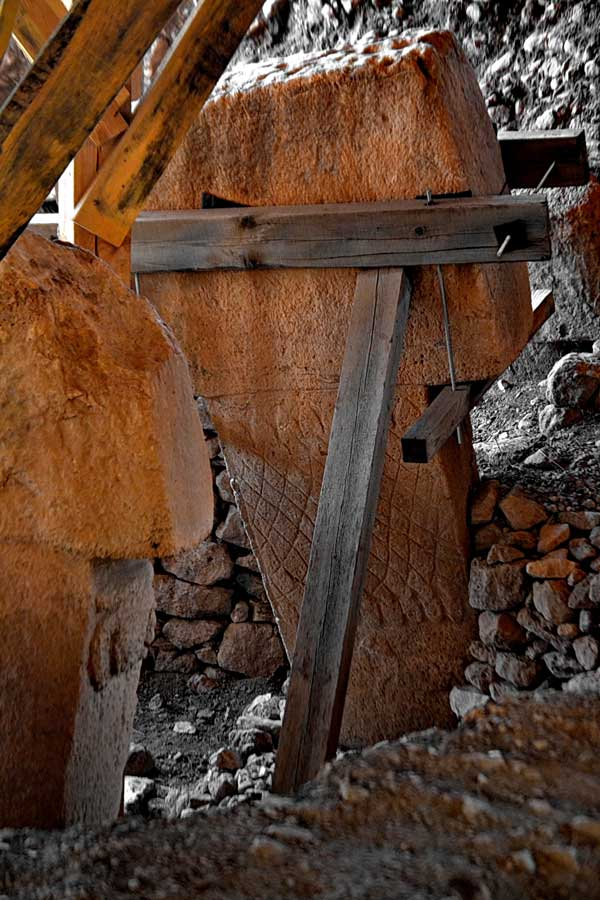 Göbeklitepe fotoğrafları ritüel alanı stelleri - photos of Gobekli Tepe steles Southeastern Anatolia Turkey