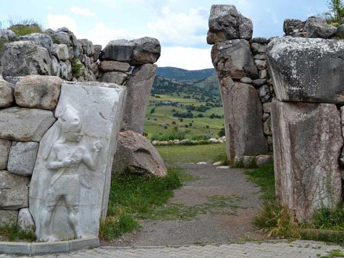 Hattuşa Kral Kapısı ve savaş tanrısı kabartması, Boğazköy Hattuşa fotoğrafları - War god relief at King Gate, Hattusa photos Bogazkoy Turkey