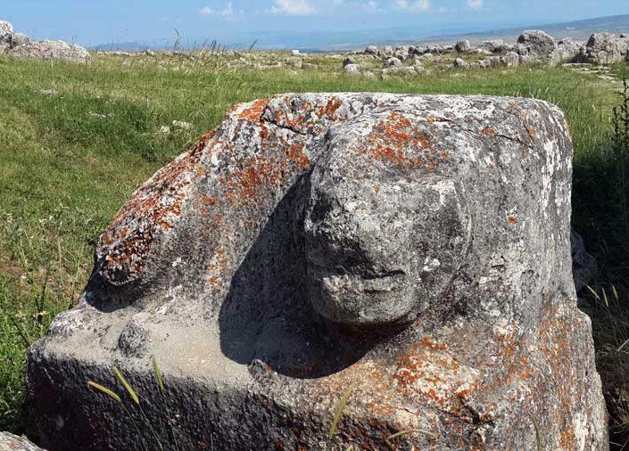 Hattuşa aşağı şehir heykel kalıntıları, Çorum - Ruin statue at Hattusa lower city, Turkey Hattusa photos