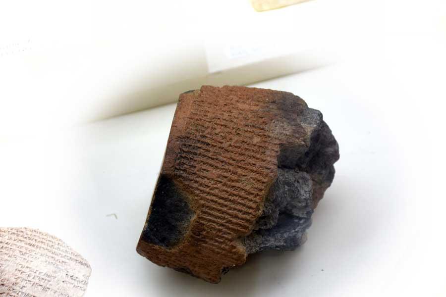 Malatya müzesi eserleri Hitit çivi yazılı pişmiş toprak tabletler - Malatya museum terracotta tablets with Hittite cuneiform writing