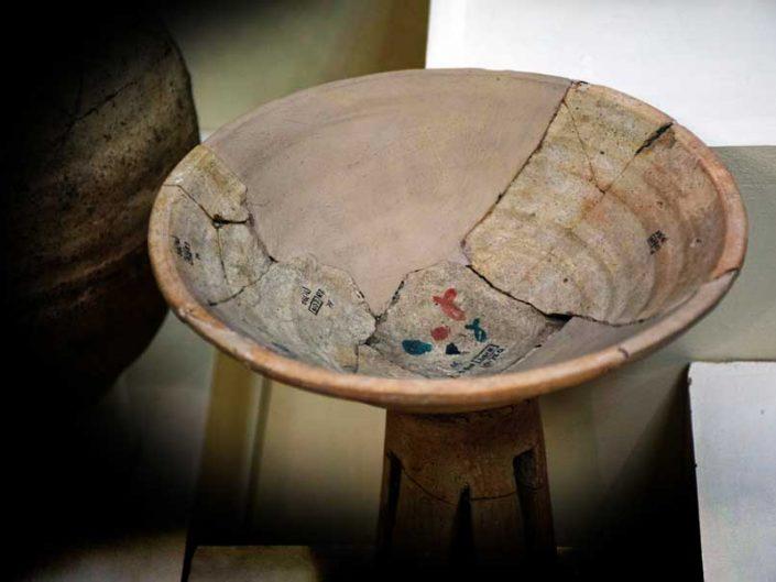 Malatya müzesi fotoğrafları Arslantepe buluntuları pişmiş toprak kap - Arslantepe mound finds terracotta pot