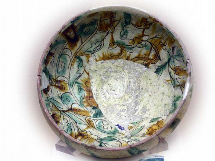 Malatya müzesi fotoğrafları Pirot höyük sırlı kap pişmiş toprak - Pirot mound vessel with glaze baked clay