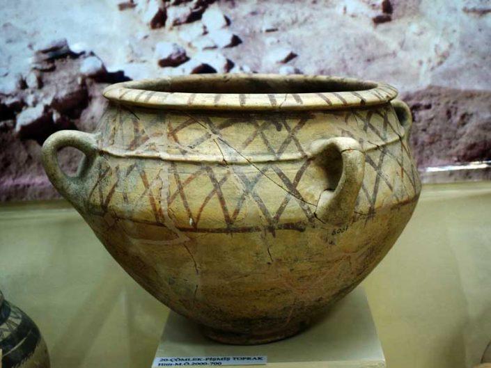 Malatya müzesi görselleri Arslantepe höyüğü buluntuları Hitit çömleği - Arslantepe mound Hittite pot