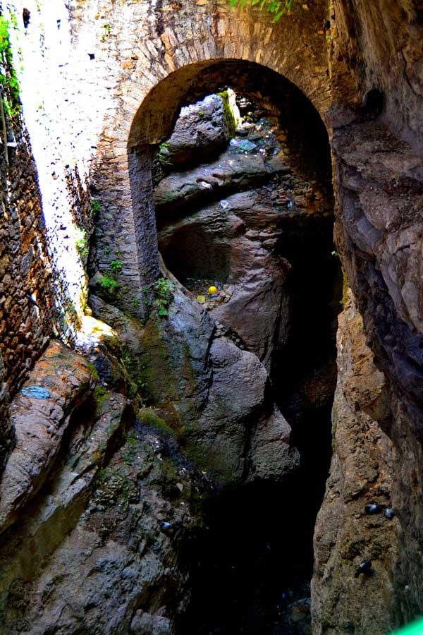 Safranbolu Demirciler çarşısı altı, Safranbolu fotoğrafları - the life flowing under the Safranbolu Smiths Marke