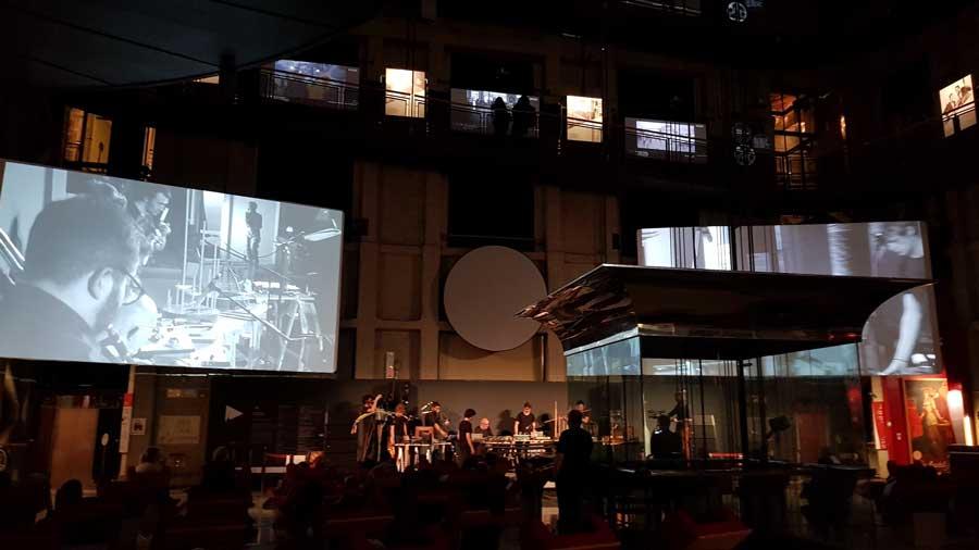 Torino Ulusal Sinema Müzesi Ana Salonu etkinlikleri deneysel müzik konseri - Turin National Museum of Cinema Main Hall experimental music concert