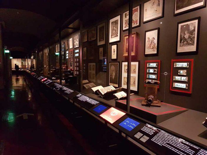 Torino gezilecek yerler Ulusal Sinema Müzesi Sinema Arkeolojisi bölümü - Turin National Museum of Cinema, department of Cinema Archeology