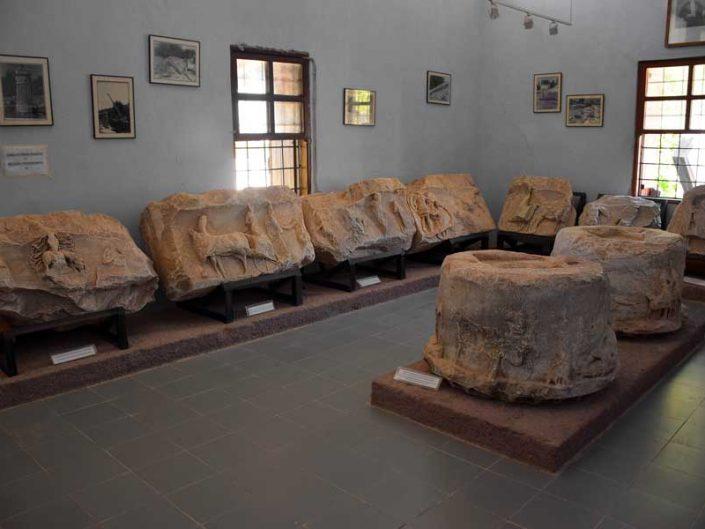 Apollon Smintheus Müzesi içindeki kabartmalar - Reliefs of the museum of the Apollo Smintheus Sanctuary
