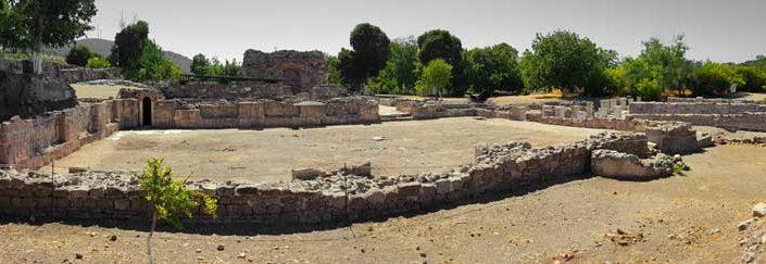 Apollon Smintheus kutsal alanı önde mermer salon arkada büyük hamam - in the front marble hall, great Roman bath in the back on the Apollo Smintheus Sanctuary