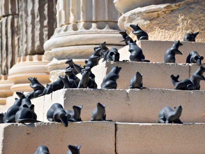 Apollon Smintheus tapınağı 73 adet fare heykeli - seventy-three mouse statues in Apollo Smintheus temple