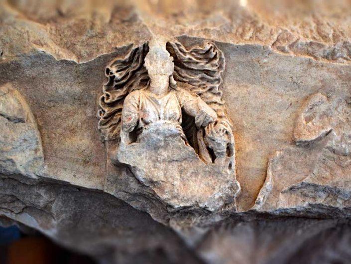 Apollon Smintheus tapınağı kabartmaları Andromakhe'nin Hektor için yas tutması kabartması - Reliefs of Apollo Smintheus temple, relief of the mourning of Andromache for Hector