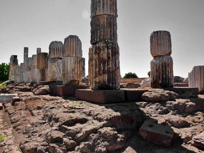 Apollon Smintheus tapınağı sütunları ve özgün basamakları - The columns and original steps of Apollo Smintheus temple