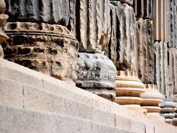 Çanakkale Apollon Smintheus tapınağı sütunları ve sütun kaideleri - Apollo Smintheus temple columns and column bases