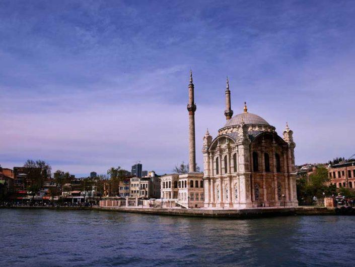 İstanbul Boğazı Ortaköy Cami veya Büyük Mecidiye Cami - Bosphorus European Side Ortaköy or Büyük Mecidiye Mosque